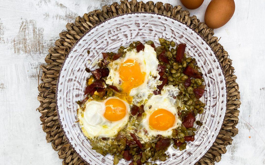 Habas tiernas con Jamón y Huevos fritos con AOVE Hojiblanca